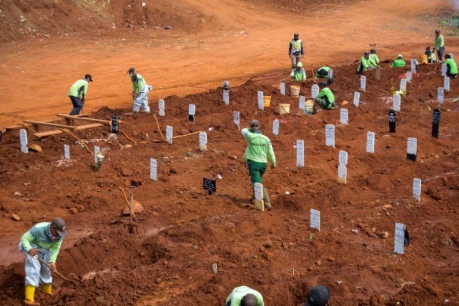 Debieron cavar tumbas para muertos por coronavirus por no usar barbijos