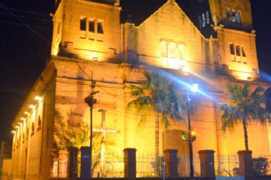 Mercedes: El gobierno municipal ilumina la Iglesia