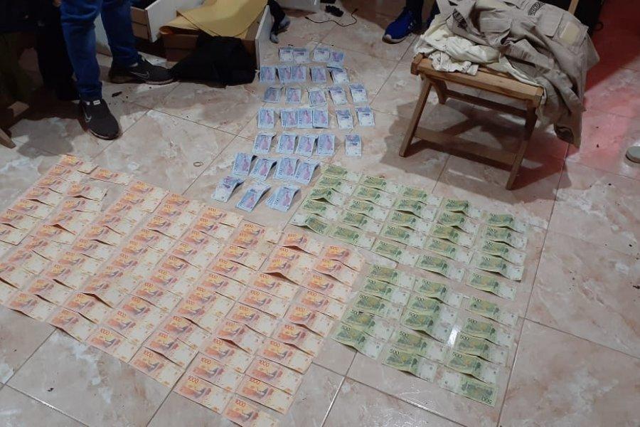 Detuvieron a dos hombres y secuestraron dinero y diversos elementos
