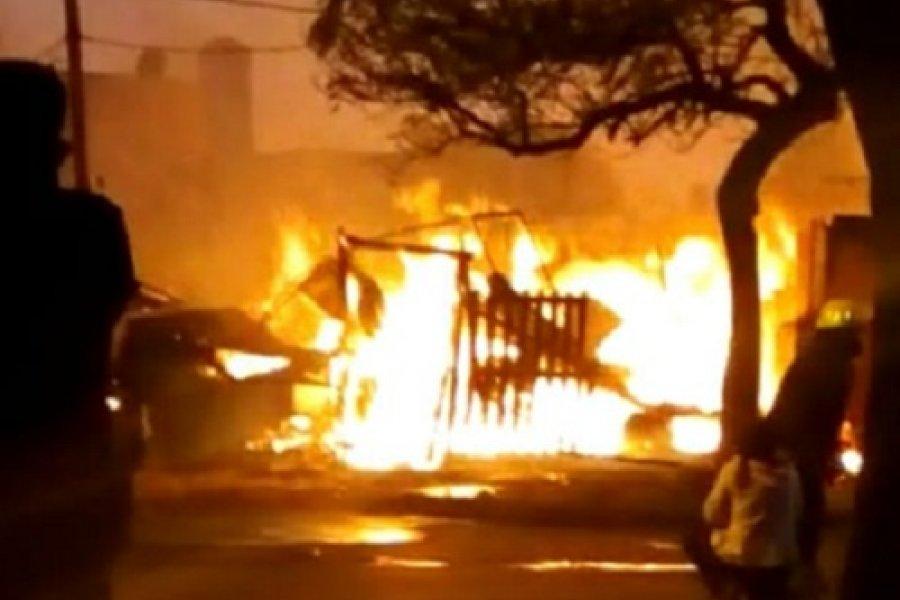 Corrientes: Voraz incendio consumió una mueblería