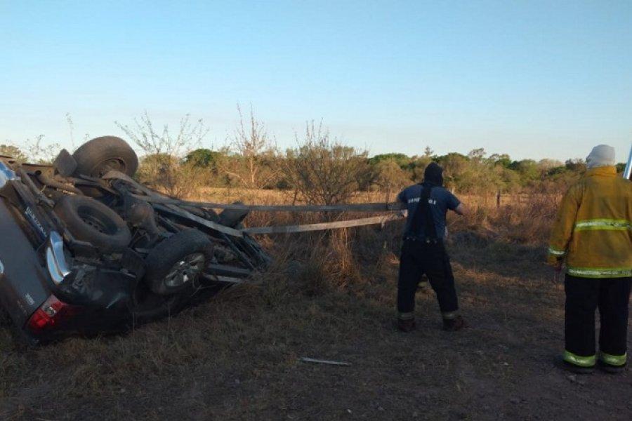 Bomberos rescataron a un hombre que quedó atrapado en su vehículo