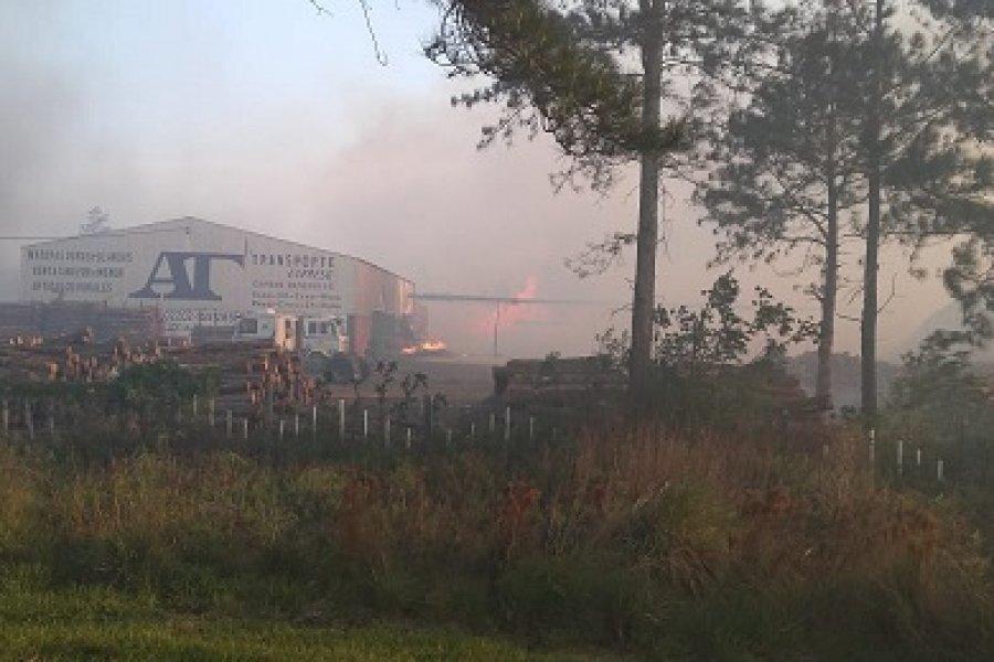 Voraz incendio en los campos cerca de Villa Olivari