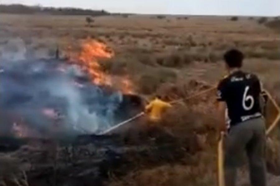 El fuego ya consumió postes de energía eléctrica en Lomas de Vallejos
