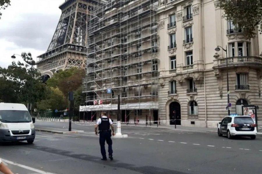 Alarma en París: Evacuaron la Torre Eiffel por una amenaza de bomba