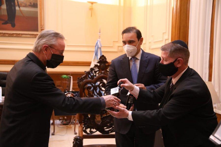 Valdés se reunió con líderes de comunidades religiosas