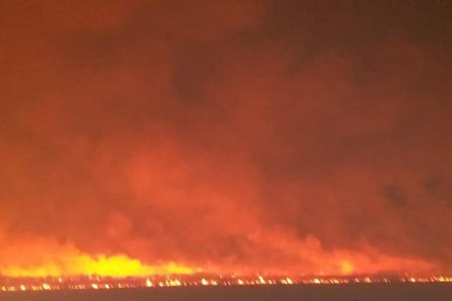 Impactantes imágenes del incendio de más de 1000 hectáreas en El Sombrero