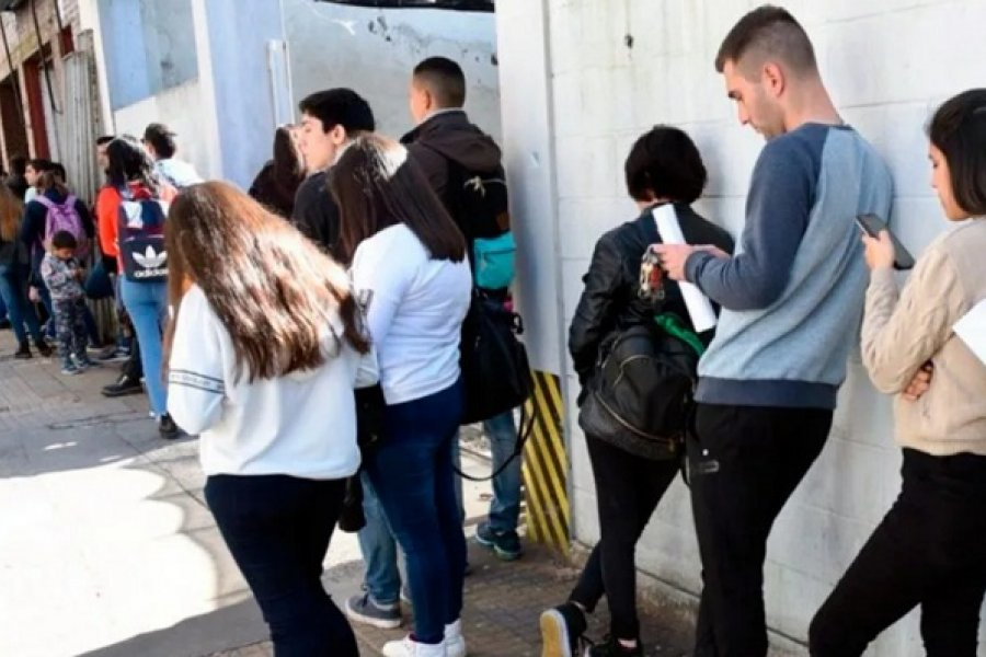 El Gobierno oficializó la prórroga de la prohibición de despidos