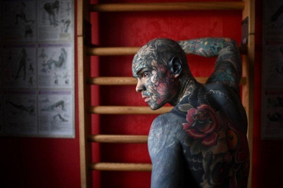 Apartaron de un jardín de infantes a un profesor por sus tatuajes
