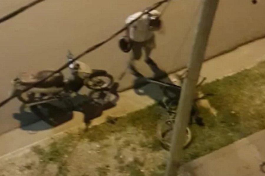 Robaron una bicicleta y quisieron fugarse en moto