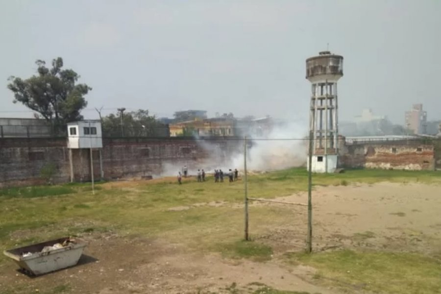 Bomberos sofocaron un incendio en la Unidad Penal 1