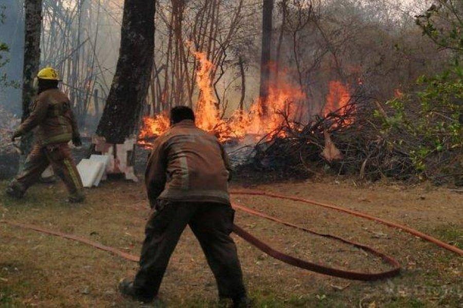 Lograron controlar un incendio que amenazaba zonas pobladas