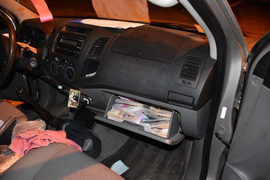 Corrientes: Ocultaban más de $3.700.000 en diversos sectores de una camioneta