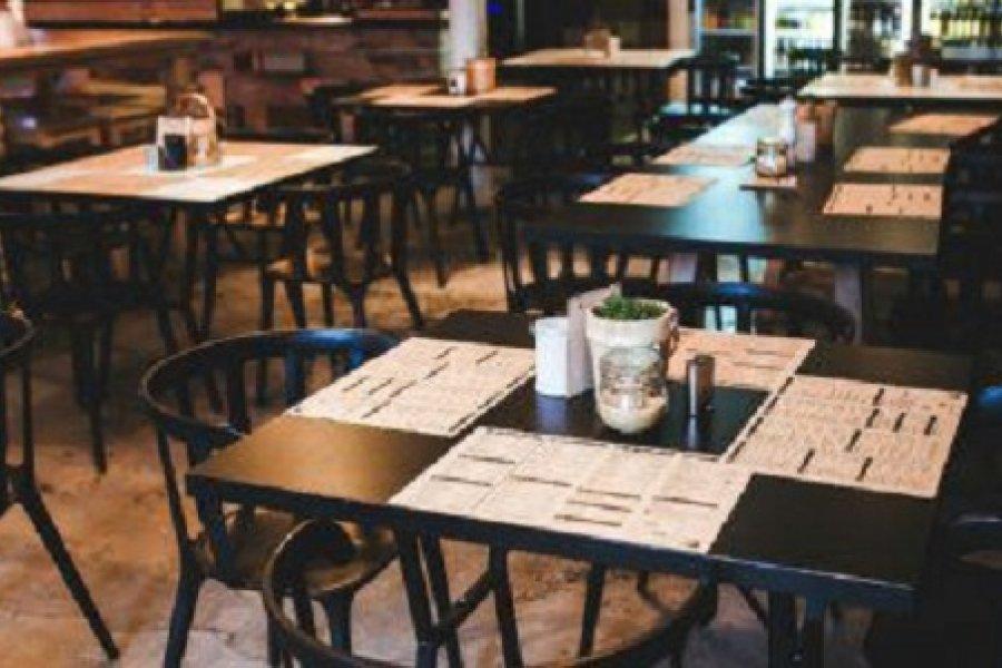 Habilitan espectáculos públicos en bares y restaurantes de 17 a 22