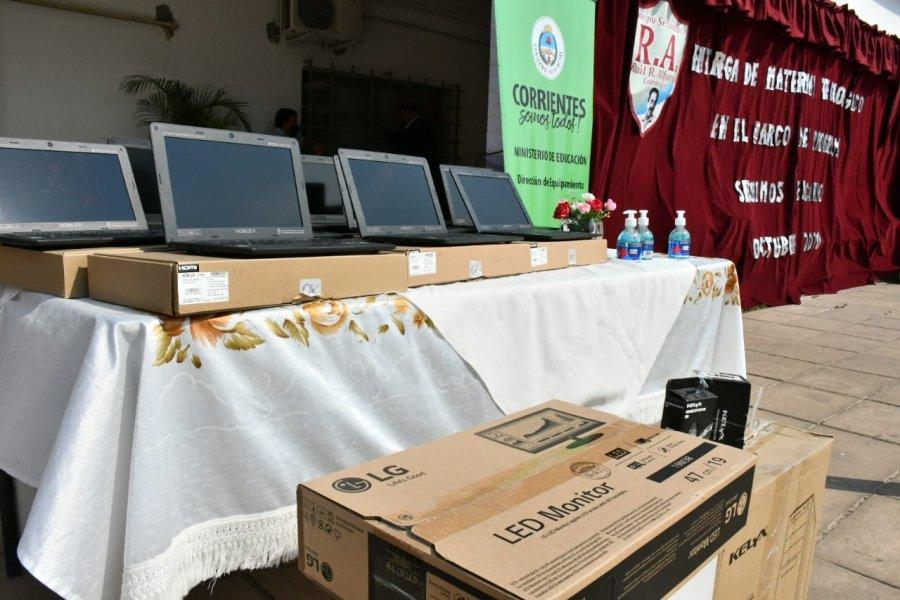 Alumnos correntinos recibieron notebooks enviadas por el Gobierno nacional
