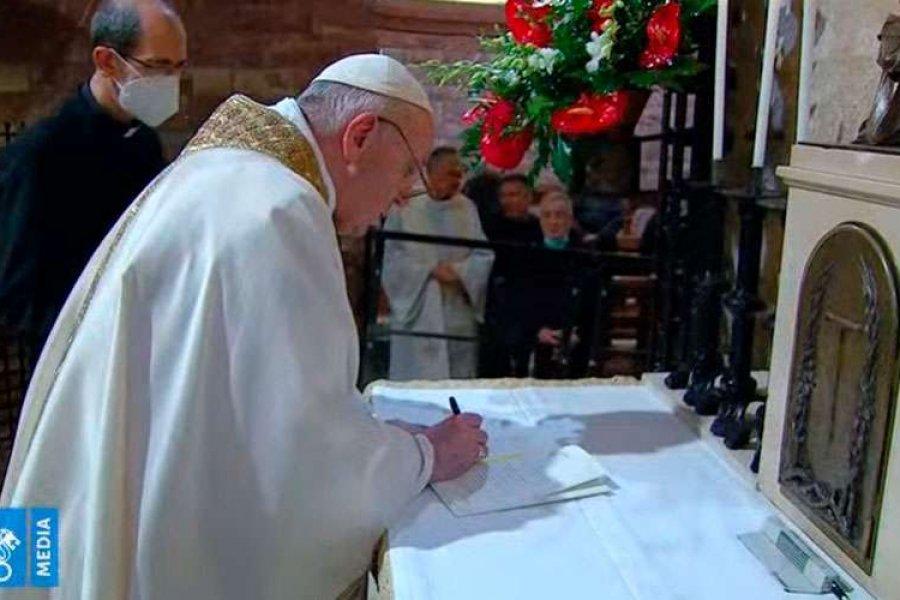 El Papa Francisco firma la Encíclica Fratelli tutti en Asís