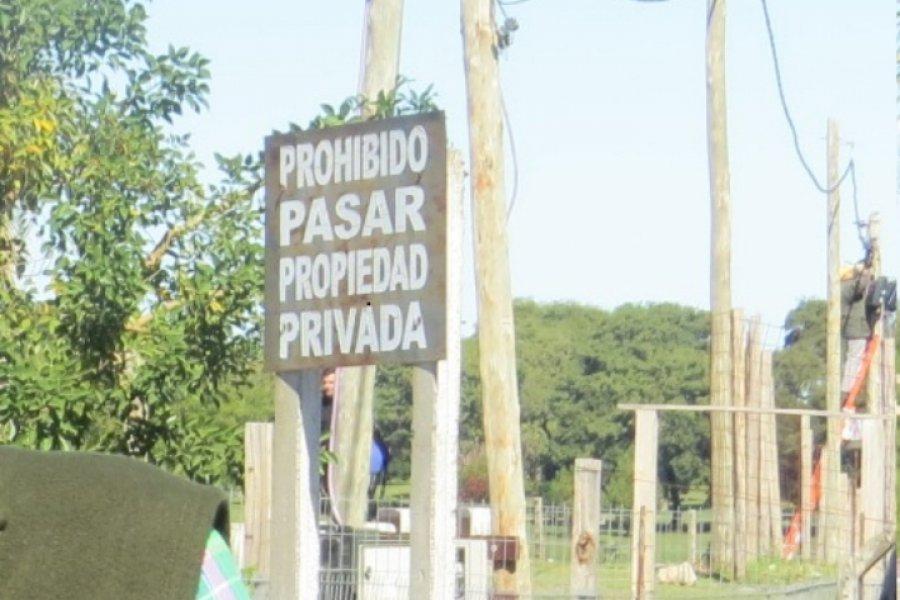 Costanera: Volvieron a colocar el cartel a una obra que había sido paralizada