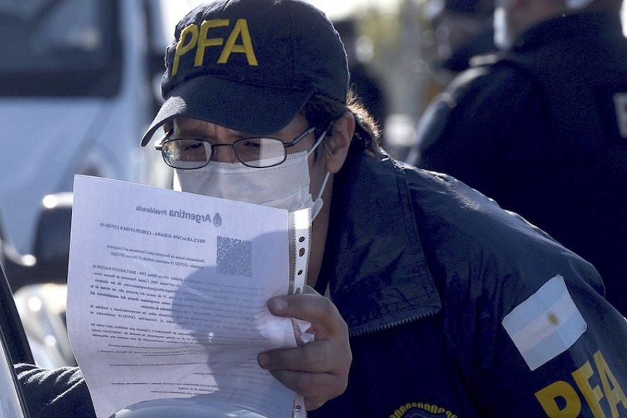 Las provincias acentúan los controles viales y los protocolos sanitarios por el fin de semana largo
