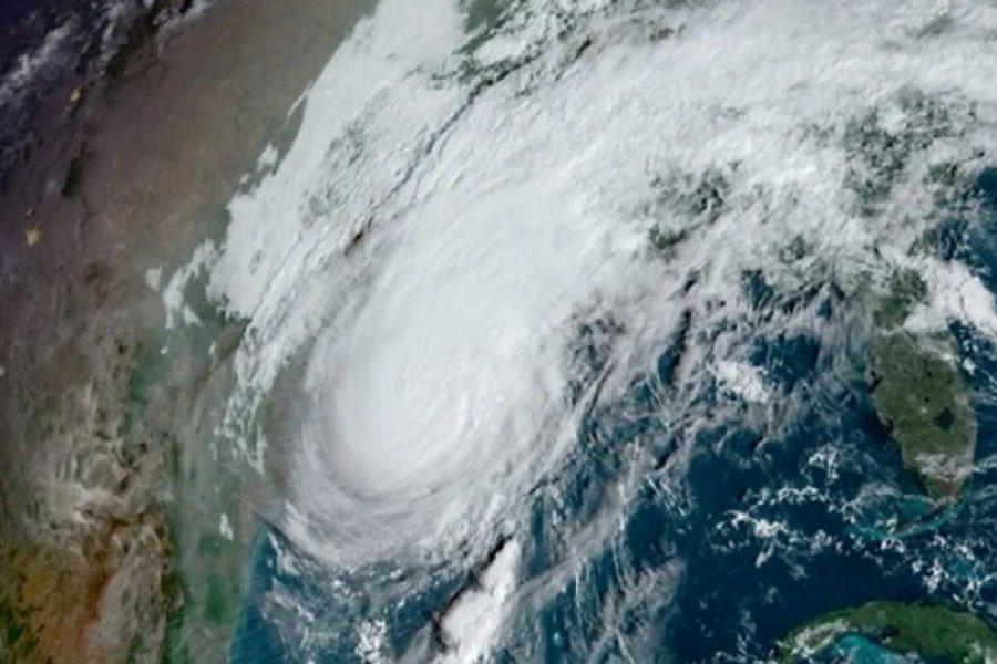 Masiva evacuación en el sur de Estados Unidos por un huracán