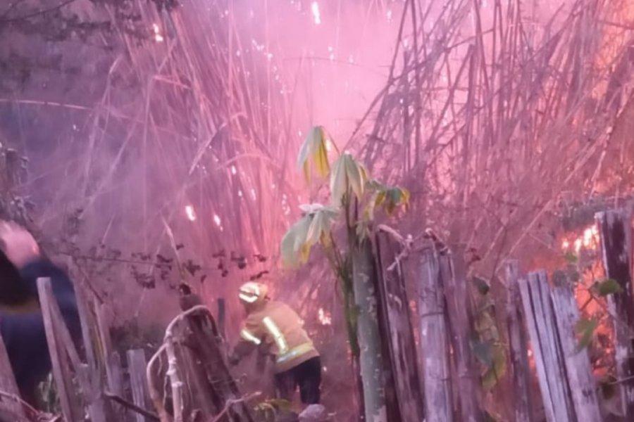 Impactantes imágenes de un incendio intencional en Mburucuyá