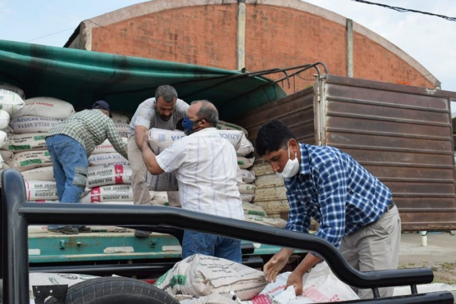 Continúa en Santa Lucía la entrega de alimento para ganado a pequeños productores