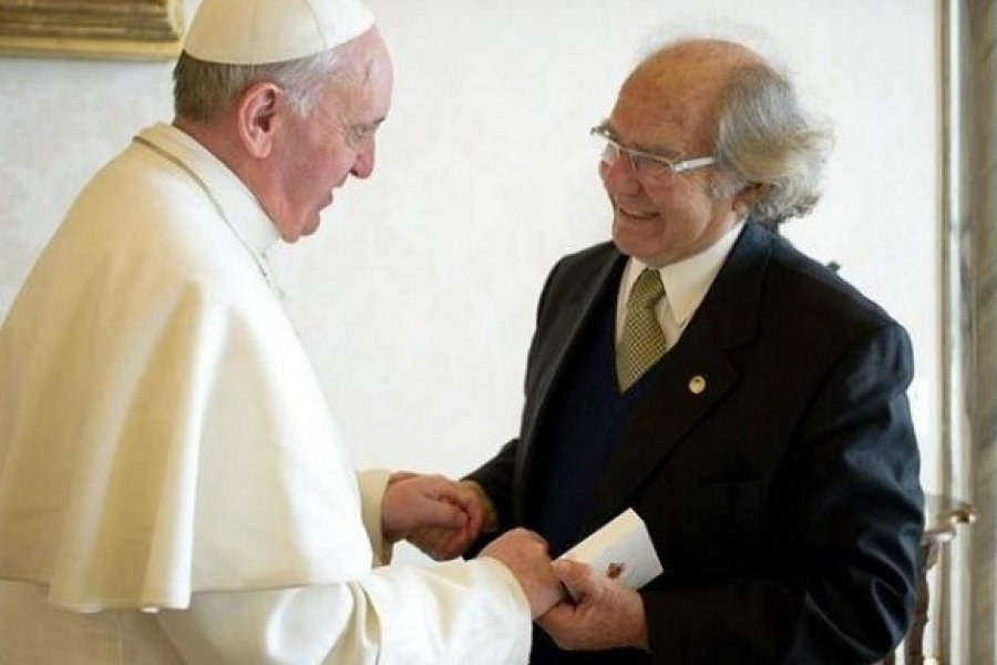 El Papa saludó a Pérez Esquivel por el aniversario del Nobel de la Paz