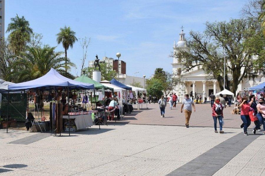 Nueva presentación de la Feria de Artesanos en la plaza Cabral