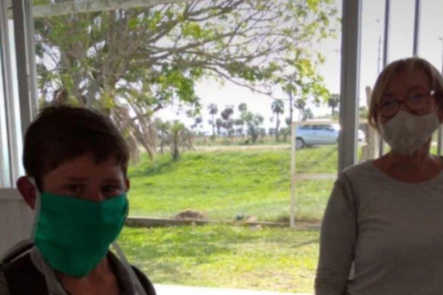 Corrientes: No tiene celular y fue a caballo a la escuela para buscar tareas