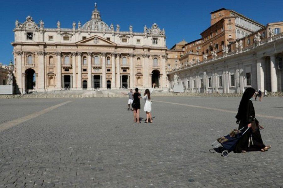 El Vaticano confirmó un caso de coronavirus en la residencia del papa Francisco