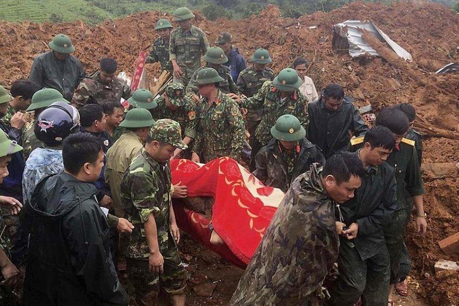 Once soldados murieron y otros 11 están desaparecidos por un deslizamiento de tierra
