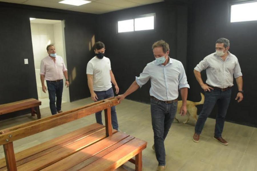 Pitin Aragón y Camau Espínola entregaron subsidio a Diego Gómez Coll
