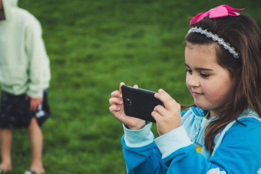 Sharenting: compartir fotos de los hijos en redes puede atentar contra su privacidad