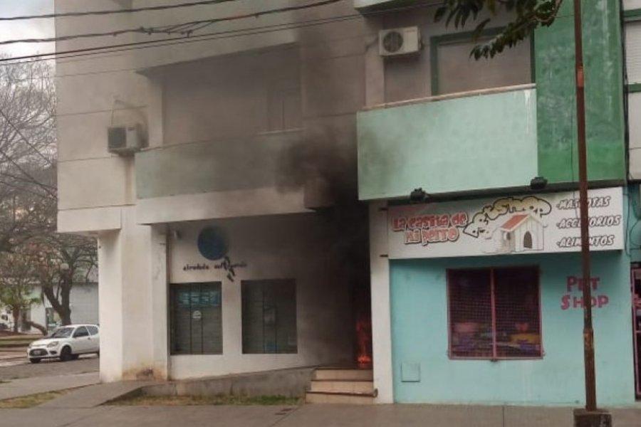 Se prendió fuego un panel de electricidad por calle Gutemberg