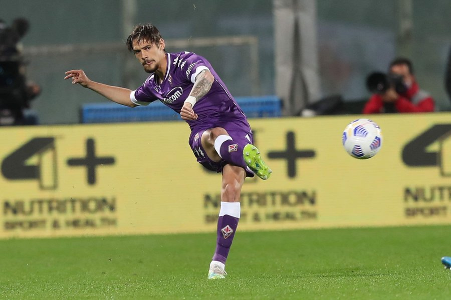 Se lesionó Pezzella y debutó Martínez Quarta en el triunfo de Fiorentina ante Udinese