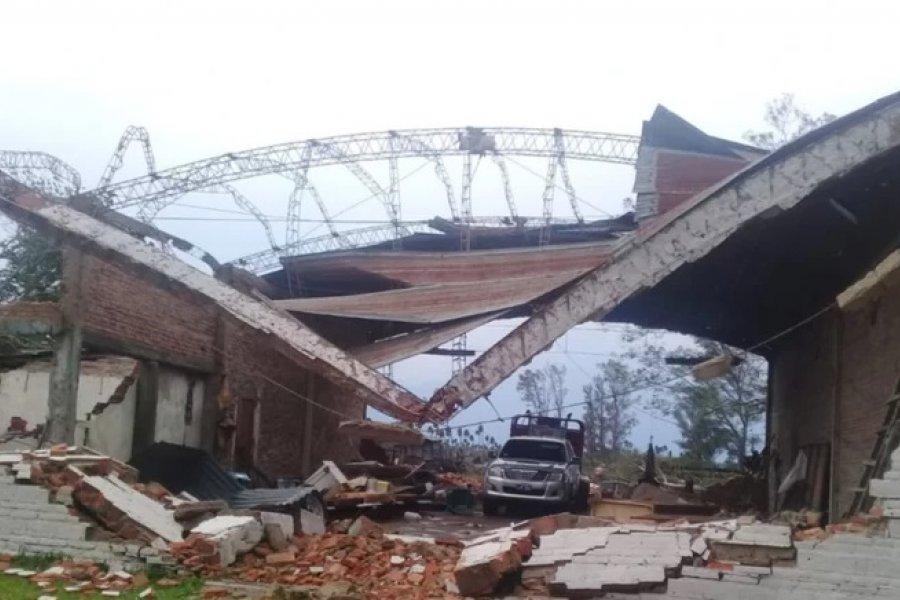 Caídas de postes y cortes de luz en varias localidades por fuertes tormentas