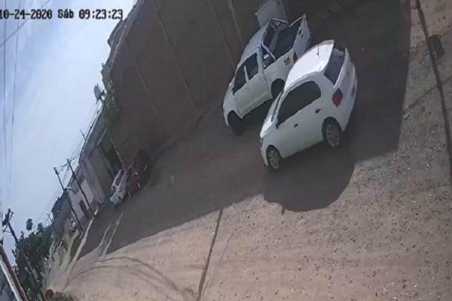 Robaron medio millón de pesos de una camioneta estacionada