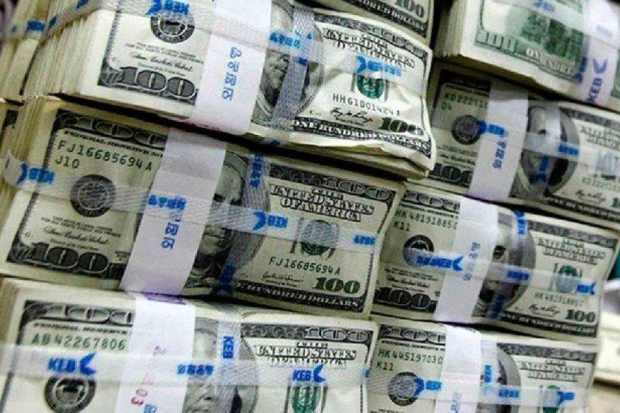 Por qué los argentinos están obsesionados con la compra de dólares