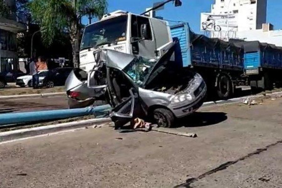 Impactante accidente entre dos vehículos en plena 3 de Abril