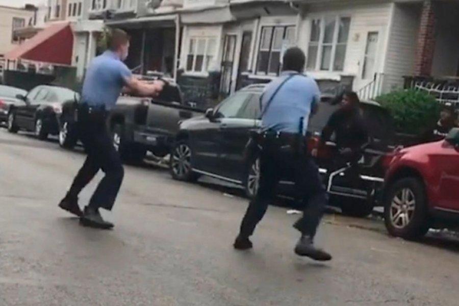 El asesinato a quemarropa de un joven afroamericano desata nuevas protestas