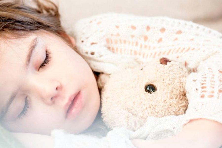 La rutina de 12 pasos para ordenar el sueño de los chicos