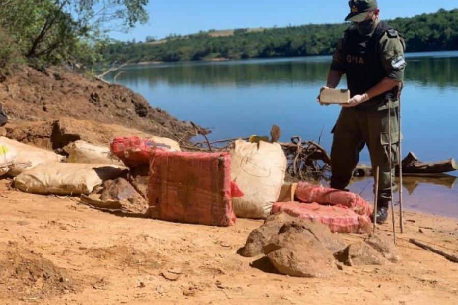 Misiones: Hallan más de 205 kilos de marihuana acopiados a orillas del río Paraná