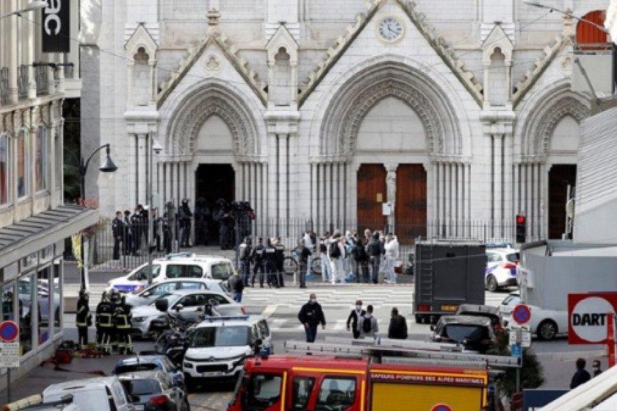 Un ataque terrorista en Francia dejó tres muertos en la basílica de Niza