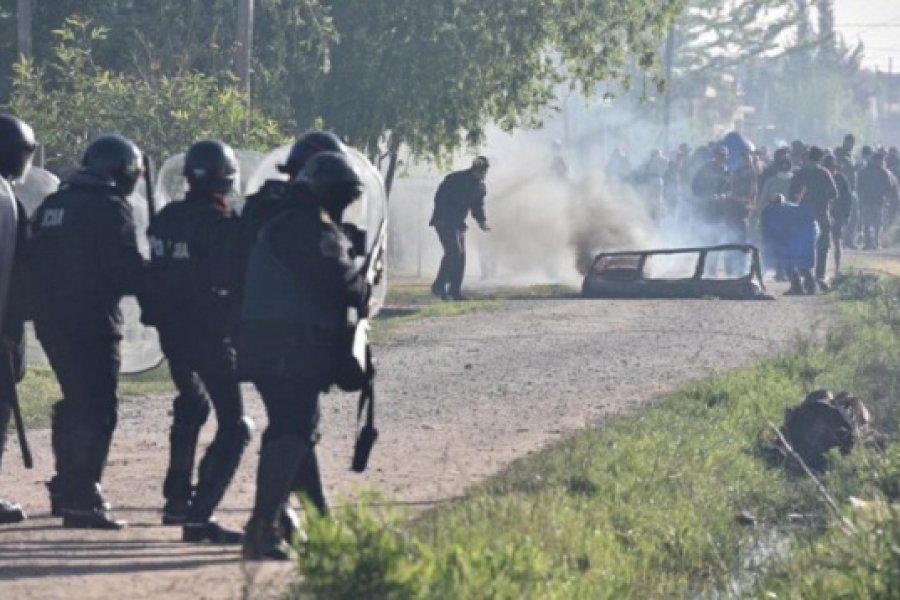 Tensión en Guernica: Incidentes en medio del desalojo