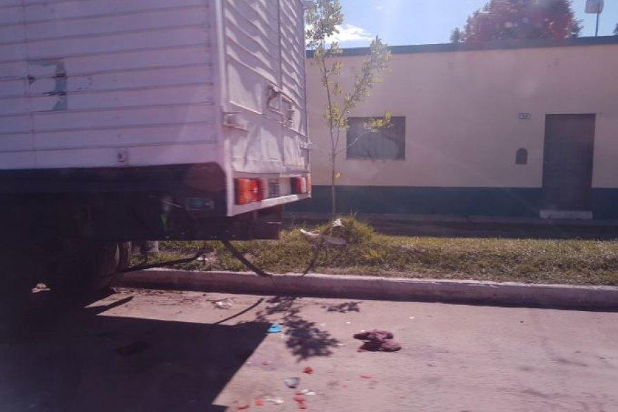 Motociclista de 15 años murió tras chocar un camión estacionado