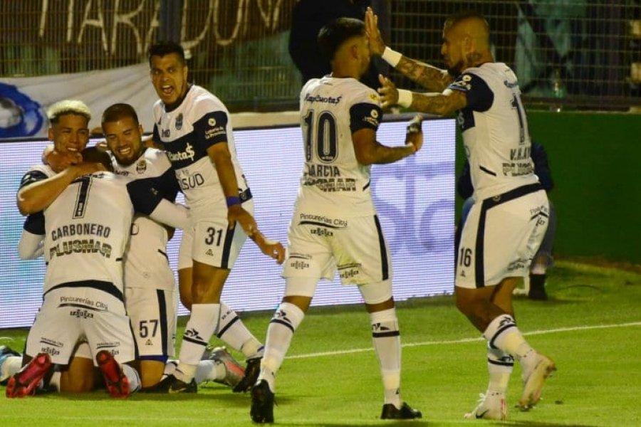 Gimnasia goleó a Patronato en el inicio de la Copa de la Liga Profesional