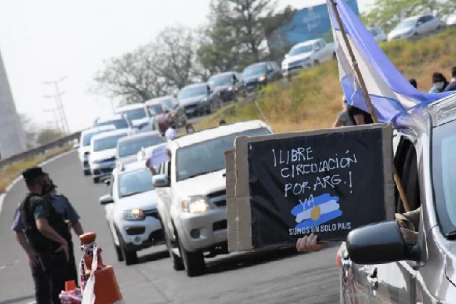 En caravana se manifestaron para que liberen el puente