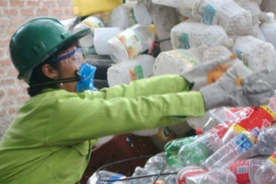 Con botellas plásticas harán muros ecológicos en Yapeyú