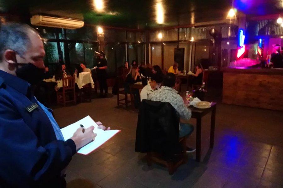 El 24 y 31 los bares y restaurantes podrán abrir hasta las 6 de la mañana