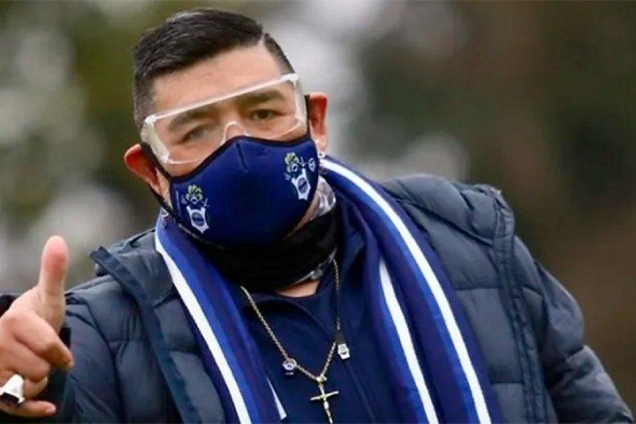 Él es muy difícil, pero se va a quedar, dijo el médico de Maradona