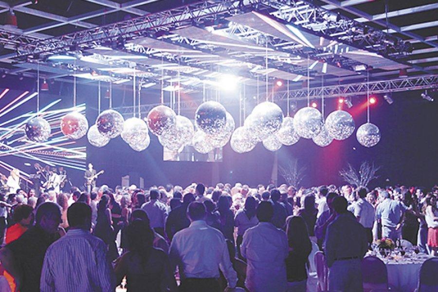 Chaco: Se habilitan las recepciones y bailes de fin de año al aire libre