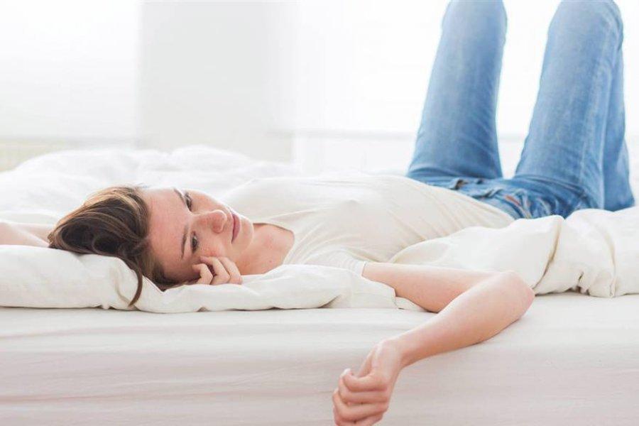 Qué es el síndrome de las piernas inquietas y cómo aliviarlo